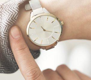 5 Time Wasters Elegant Women Avoid